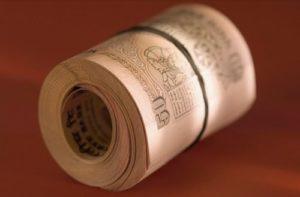 рулончик денег